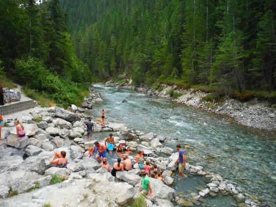how to get to radium hot springs from calgary