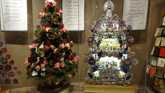 Hallmark Visitors Center: Two Of The Many Hallmark Christmas Trees Of  Yesteryear.