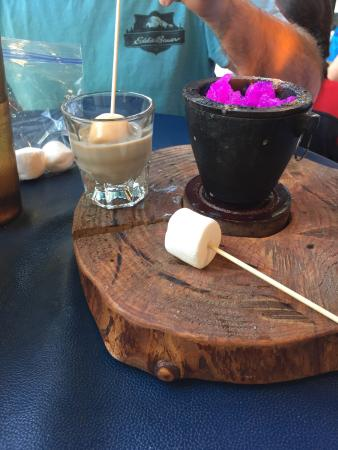 Anamosa, Αϊόβα: The general store. Awesome roasted marshmallows. And a really good prime rib