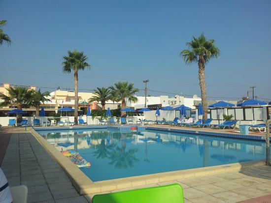 Tropical Sol: La piscina 2