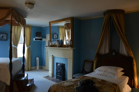 Historic Oak Hill Inn: The Blue Room