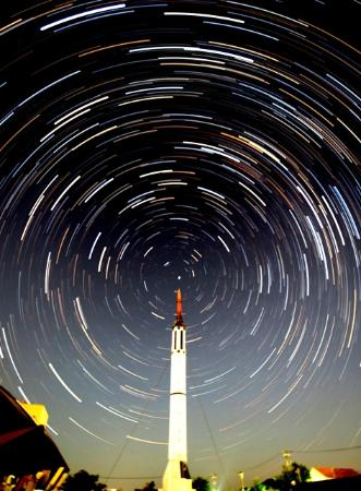 Cosmo Isle Hakui: 北極星とロケット(松島昌幸氏撮影・承諾済)