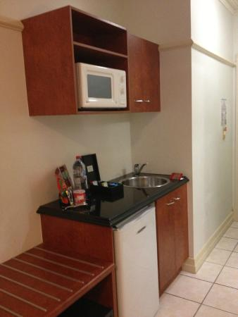 Adina Apartment Hotel Brisbane Anzac Square: Nice Mini Kitchenette.