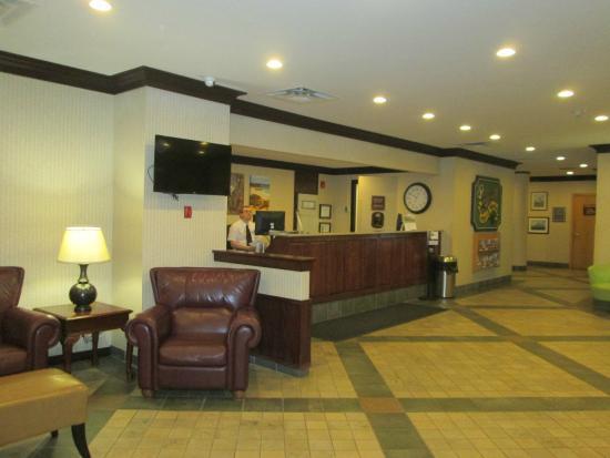 Greenwood Inn & Suites: Lobby