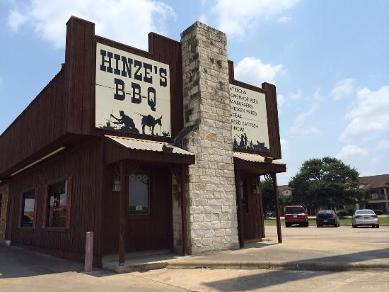 Hinze's Barbeque & Catering: Front of building