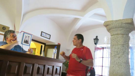 Pensao Residencial Policarpo: Proseando com Vicente