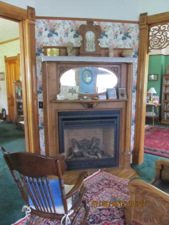Bozeman's Lehrkind Mansion Bed and Breakfast: Another View of the Second Parlor