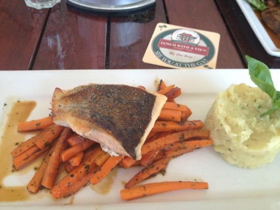 Verandah Restaurant & Cocktail Bar : Yummy salmon with sweet potato chips.