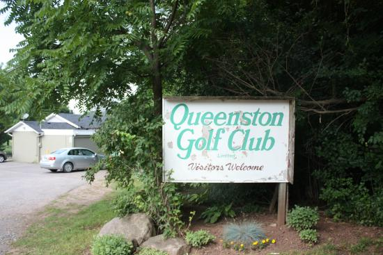 Welcome Sign - Queenston Golf Course - Canada - Photo Credit: Richard Trus www.ricktrus.ca