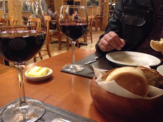 Entrada: tempura de lagostino (camarão) Prato principal: peixe congrio com centolla e lagostinho