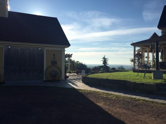 Magnetic Hill Winery and B&B Photo