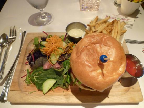 Restaurant Batifol : burger dinner with salad and fries - great