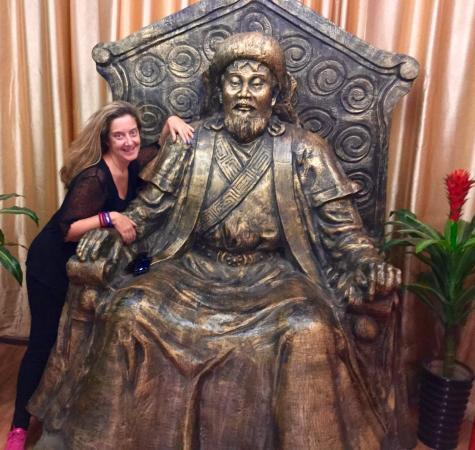 Tongliao, China: GuangFa CaoYuan MengGu BuLuo (BinHe Main Street)