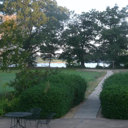 The Inn at Brome Howard : Backyard, leading to St Mary's River