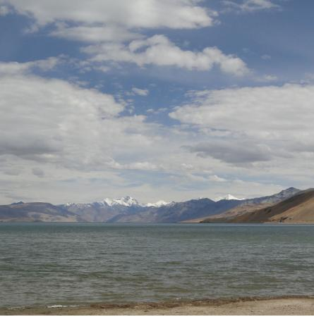 Yak Camp: View from the Camp edge the quaint Tso Moriri lake ! The camp is filthy not picturesque at all