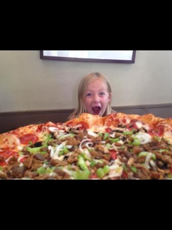 Tasters Pizza: It's Huge!!!