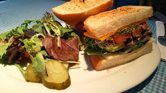 モケスハワイ, 野菜のサンドイッチ