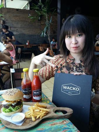 Wacko Burger Cafe: Wacko
