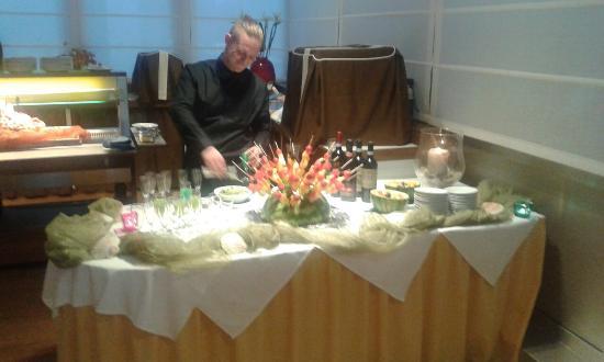 Hotel Tropical : Piatti dalla cucina e vista esterna dell'hotel