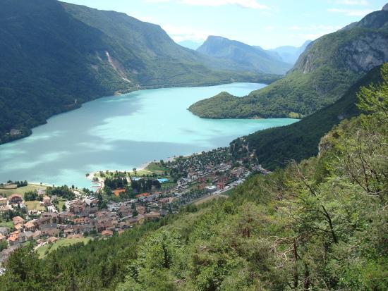 Hotel Opinione: A 3 km, le lac, élu à de multiples reprises le plus beau lac d'Italie