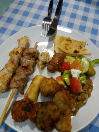 Fi Kitchen & Bar: Food I chose from buffet
