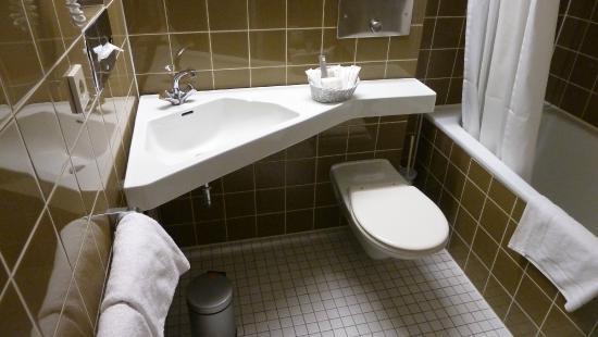 Badezimmer - Bild von Ramada Nürnberg Parkhotel, Nürnberg - TripAdvisor