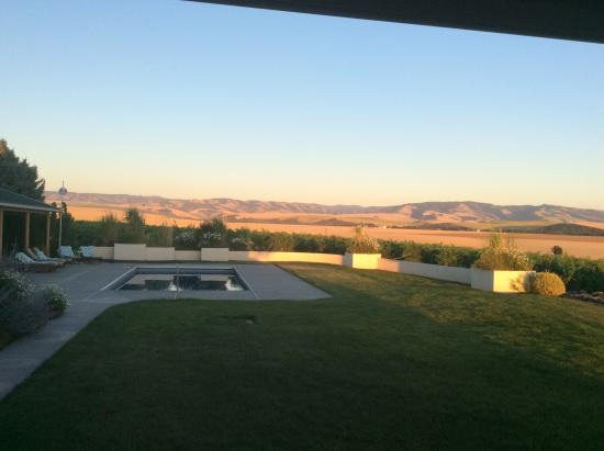 Walla Faces Inns at the Vineyard: The lovely swimming pool