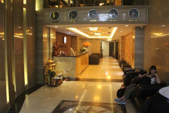 SkyLark Hotel main foyer