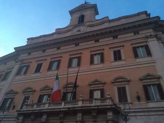 Montecitorio foto di palazzo di montecitorio sede for Palazzo camera dei deputati