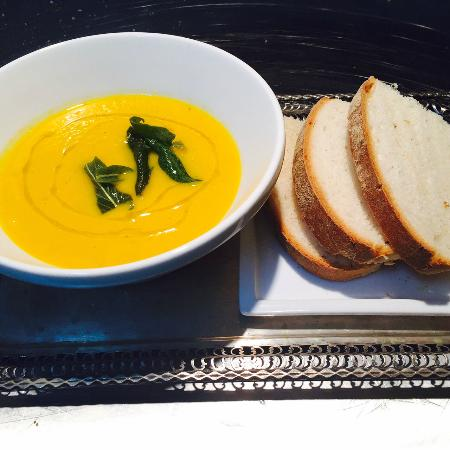 Vegan carrot soup with ginger and sage - Picture of Aida Vino E ...