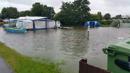 Kessingland Beach Holiday Park - Park Resorts: 2 hours they waited before help was given
