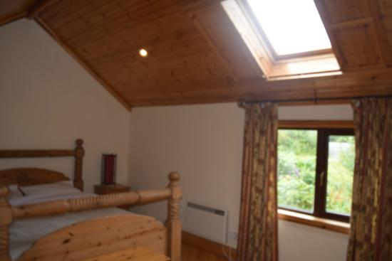 Hawthorn House: lovely timber framed room