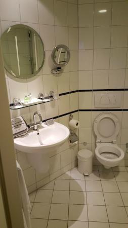 badkamer - Foto van NH Eindhoven Conference Centre Koningshof ...