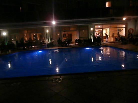 La piscina picture of roc hotel flamingo torremolinos for Piscina torremolinos