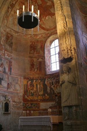 Benedictine Convent of Saint John Müstair: Contrasto tra gli affreschi carolingi e quelli romanici