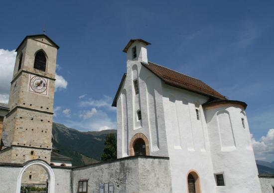 Benedictine Convent of Saint John Müstair: Esterno dell'ingresso di San Giovanni in Müstair
