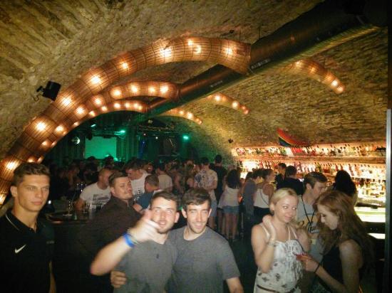 Nebe cocktail & music bar Kremencova