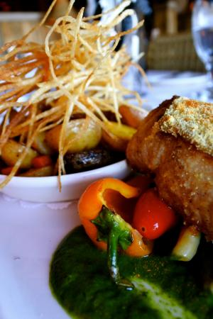 Sun Mountain Lodge: string fries and pork - amazing