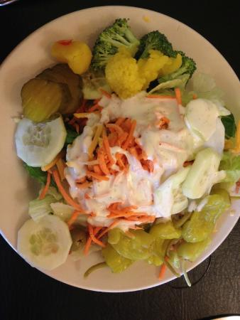 Williston, Южная Каролина: salad with all the fixins