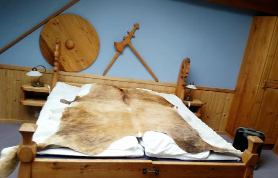 Gudvangen Fjordtell: inside viking room
