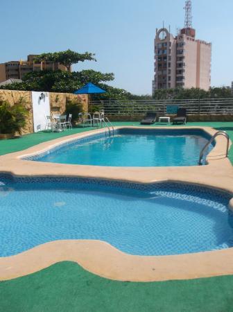 Howard Johnson Hotel Versalles Barranquilla: pool