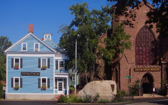 ‪‪Stepping Stone Inn‬: We are located right next door to the Salem Witch Museum!‬