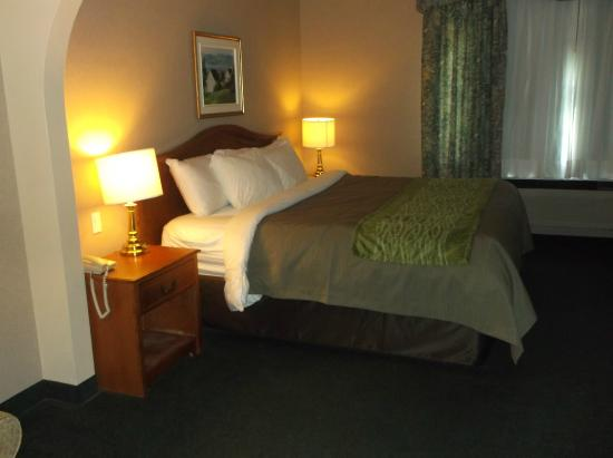 Comfort Inn & Suites Shawinigan: bed