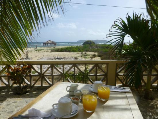 The Islander's Inn: Frühstück auf der Hotelterrasse