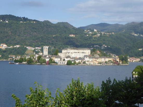 Santa Caterina: Sicht vom Schlafzimmerbalkon aus auf San Giulio
