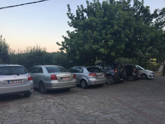 Villa Contessa: kostenlose Parkplätze auf dem Hof