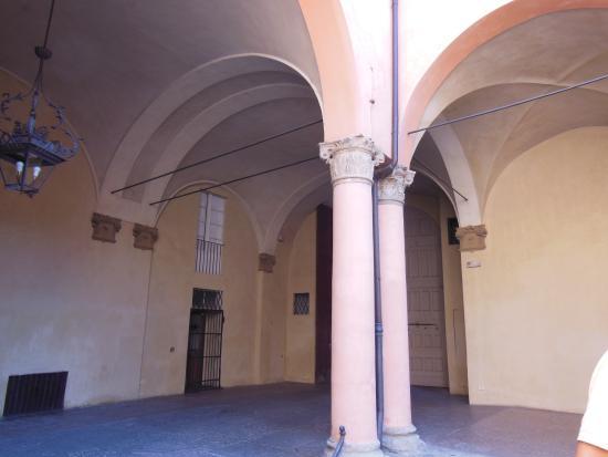 Cortile interno foto di corte isolani bologna tripadvisor for Piani di casa cortile interno