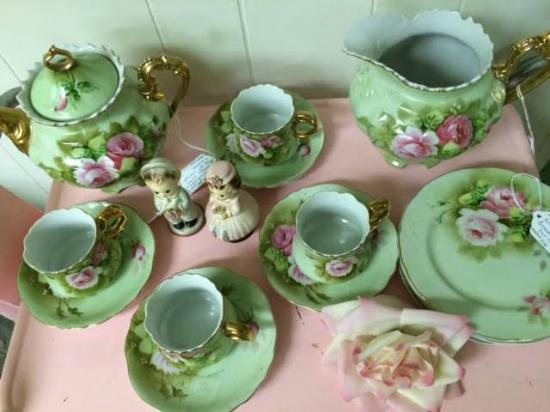 The Vintage Garden: Very Collectible Tea Cups