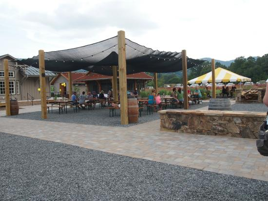 Devils Backbone Brewing Company: One of the many outdoor seating areas