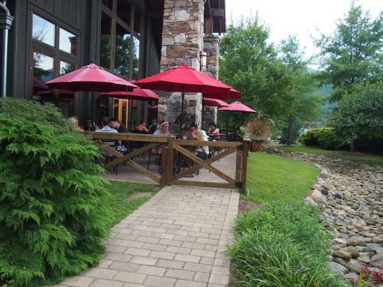 Devils Backbone Brewing Company: outdoor seating